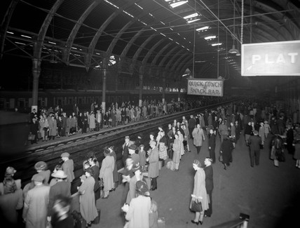 Holiday traffic at Paddington Station, London, 7 August 1943.