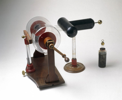An electrostatic machine with accesory apparatus, 1780.