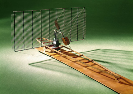 Horatio Phillips' experimental multiplane of 1884.
