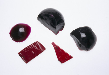 Five pieces of struck ruby gold glas, 1968.