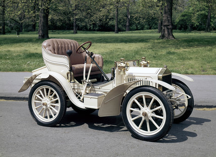 Two-seater Rolls-Royce motor car, 1904.