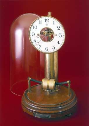 Bulle electric clock, c 1920.