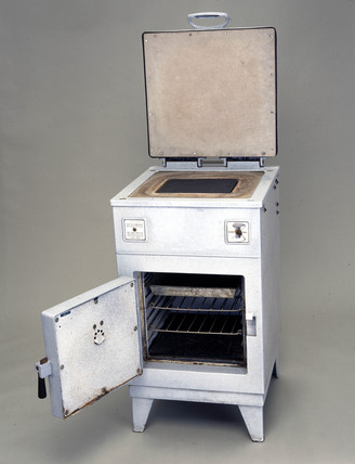GEC 'Magnet' electric storage cooker, model DC86, c 1934.