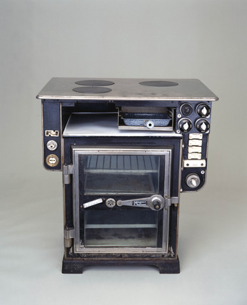 GEC 'Magnet' electric cooker, model HO 920, 1927.