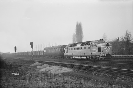 Prototype English Electric Co. 'Deltic' locomotive on test, 1959.