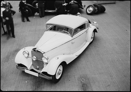 Mercedes-Benz 200 convertible, Paris, 1934.