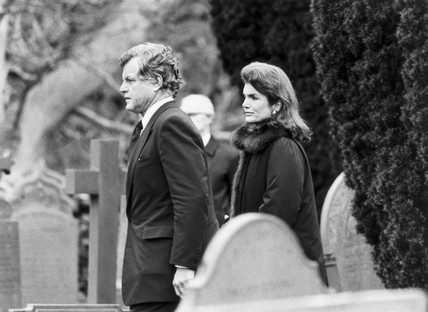Edward Kennedy and Jackie Onassis at Lord Harlech's funeral, February 1985.