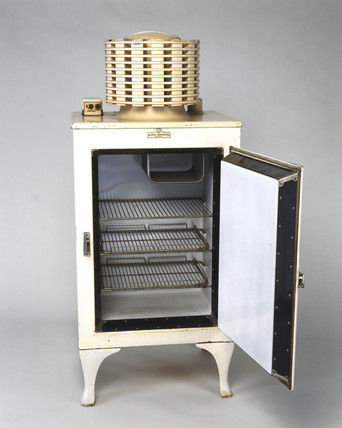 'Monitor Top', electric compresion domestic refrigerator, 1934.