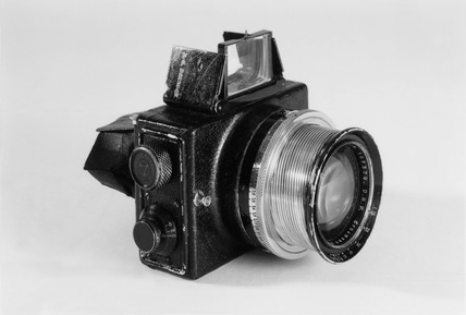Ermanox camera with Ernostar f1.8 lens, German, 1925.