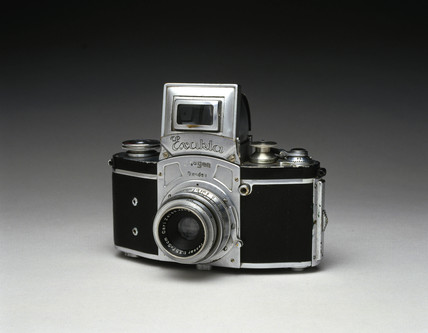 Kine Exacta 35mm single lens reflex (SLR) camera, 1937.