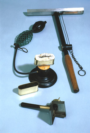 Magnesium Powder Flash Devices, 1907-1918.