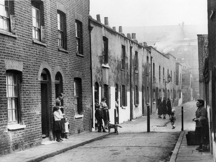 Slum property near St Paul's on Zoar Street in Southwark, London, c 1935.