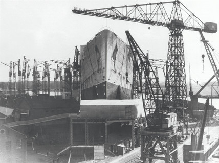 Building work on the 'Queen Mary' liner, 25 September 1934.