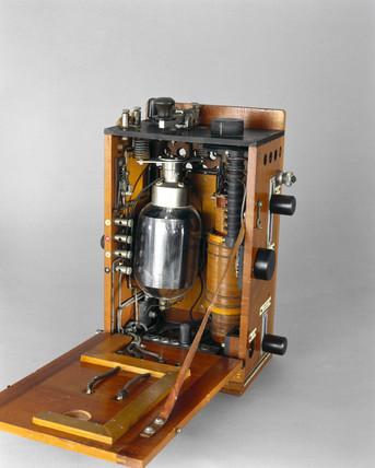 Aircraft radio telephony transmitter, 1915.