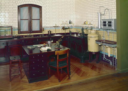 Chemical laboratory, London, 1895.