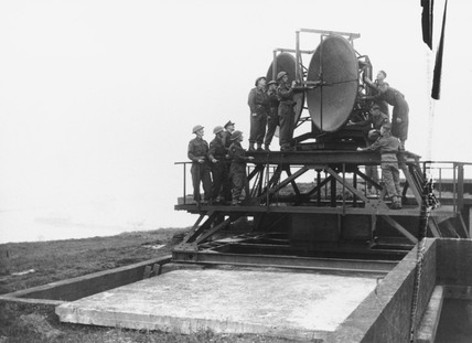 Artillery radar equipment being demonstrate