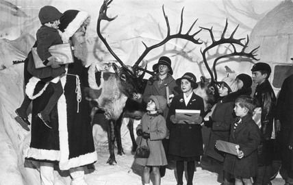 Father Christmas and children, 29 November