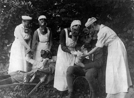 Nurses putting gas masks on wounded German, 1914-1918.