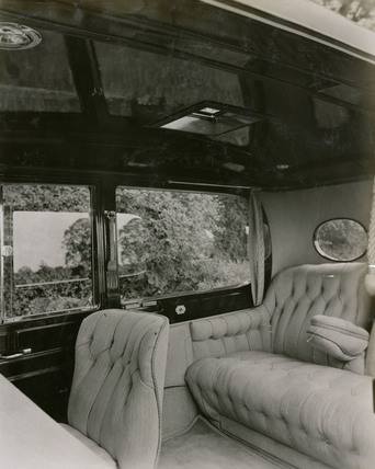 Short chassis saloon car, Interior showing upholstery of 26.1