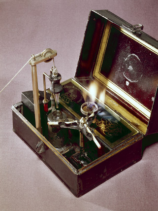 Berry's Instantaneous Light Box, 1824.