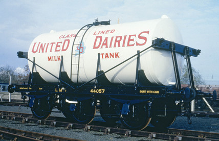 Unigate Dairies LMS milk tank wagon, no ADW