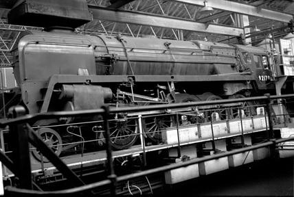 ䷹�c��#�!.:`�9���/)9f�x�_BritishRailways(BR)class9F2-10-0locomotiveno.92178atSwindonWorkstestplant