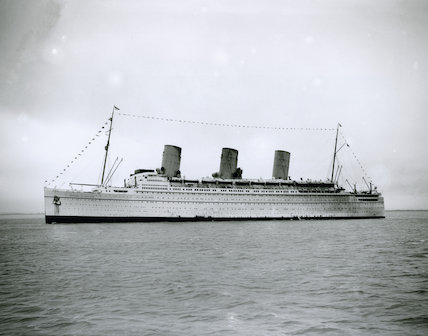 Black and white photograph of Empress of Britain arriving at Southampton, 21 May 1934.