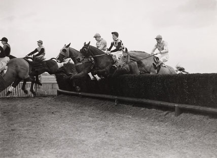 Horse racing at Kempton Park, 28 January 1938.