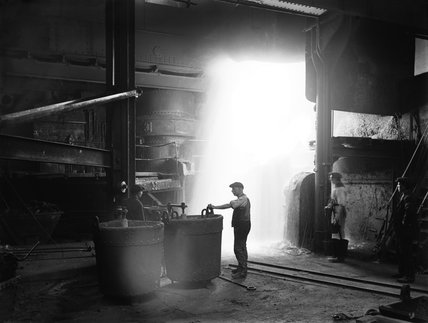 Steel foundry at Horwich railway works, 1919