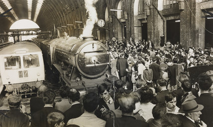 The Flying Scotsman and fans at Kings Cross station.