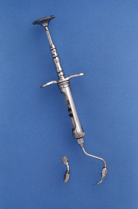 Dental hypodermic syringe, 1885-1900.