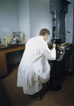Using an electron microscope, 1995.