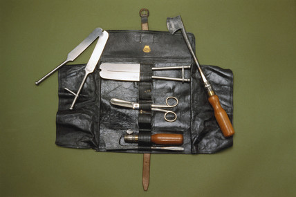 Castrating instrument set, 1866-1900.