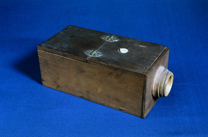 Early box form of camera obscura by Jones, London, c 1805.