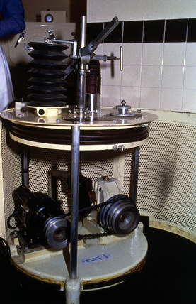 Bellows pump for operating an iron lung, c 1950s.