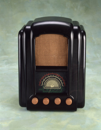 Ferranti model 746 AC/DC valve radio receiver, 1946.