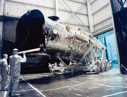 Moving the Hubble Space Telescope after asembly, 1980s.