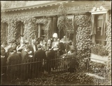 Lord Roberts unveiling tablet at 14, The Circus, Bath 1902
