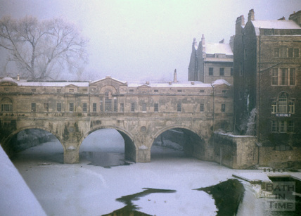 Pulteney Bridge and frozen river, Bath 1963
