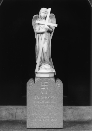 Monument to Alf Jacobsen