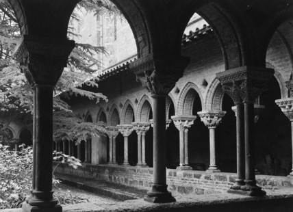Abbey of Saint Pierre;Cloister