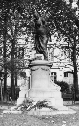Monument to Jean Leclaire