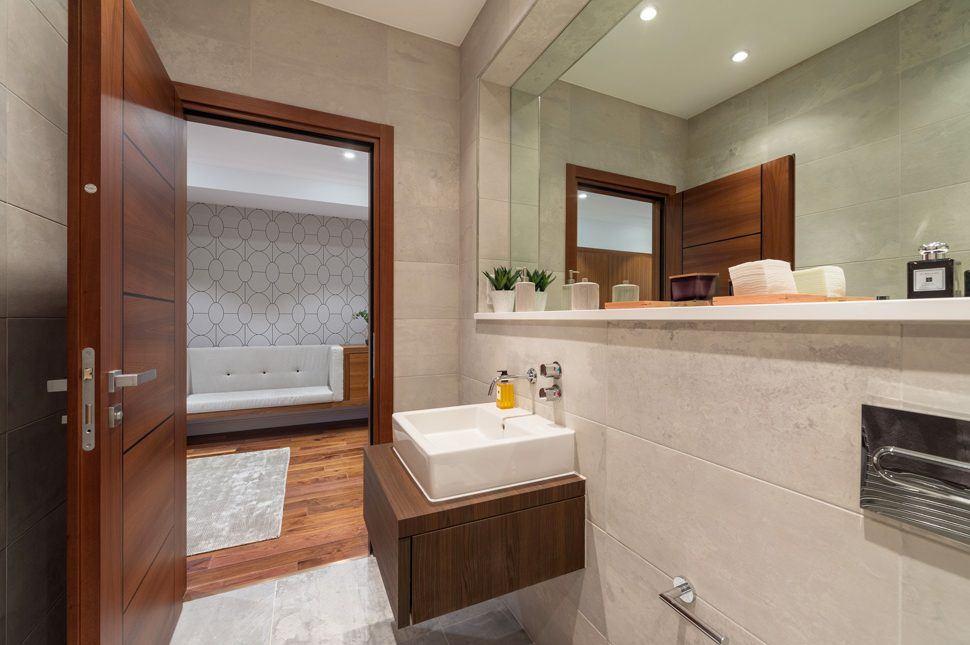 Collingwood House. A bathroom. Mercers Rd.