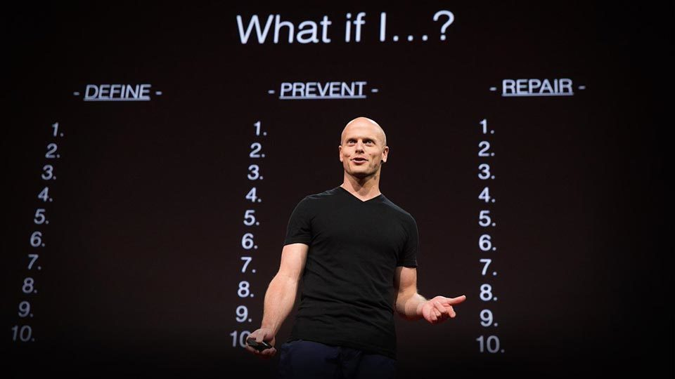 foto de Tim Ferriss en la charla TED sobre Fear Setting