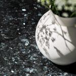 Lundhs Emerald® benkeplate i stein - kjøkken detalj