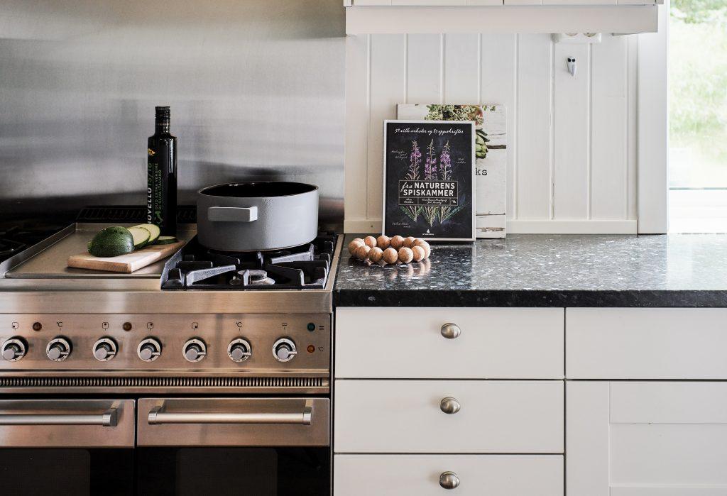 Lundhs Emerald® benkeplate i stein - kjøkkenplate og komfyr
