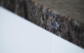 Lundhs Real Stone benkeplate i stein - Kanter og overflater