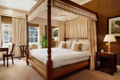 The Rubens at the Palace luxury fourposter bed