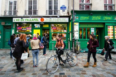 le Marais and the always busy fallafel store