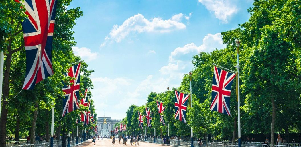 Evan Evans Royal Palaces Tour heading to Buckingham Palace